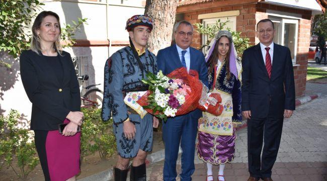 VALİ DENİZ'DEN TURGUTLU'YA ZİYARET
