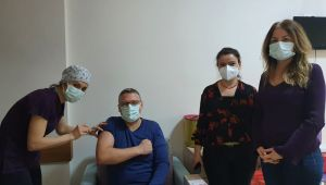 TURGUTLU'DA İLK AŞILAR SAĞLIK ÇALIŞANLARINA YAPILMAYA BAŞLANDI