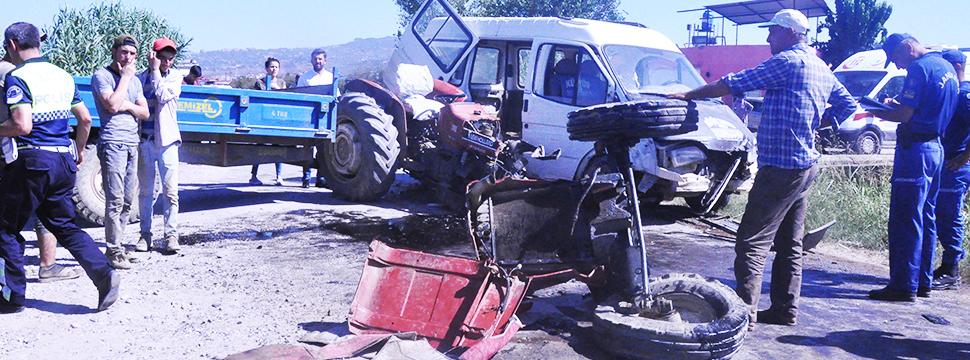 Traktör İkiye Bölündü 12 İşçi Yaralandı