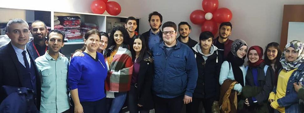 Myo öğrencilerinden Sosyal Market'e Destek